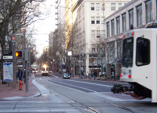 Portland 5th Ave. transit mall. Photo: L. Henry.