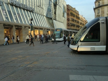 Major crossing of different tram routes near Homme de Fer.  Photo: Franz Roski.