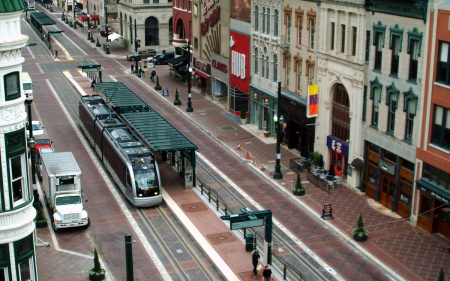 Overhead view of MetroRail on Main St. at Preston. Photo: Houston Metro.