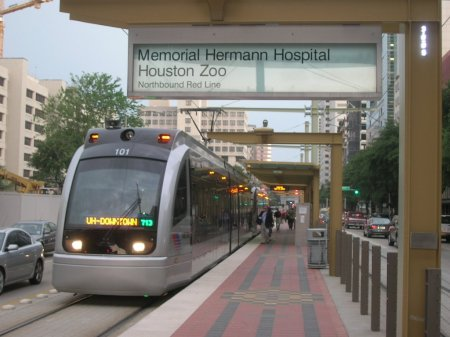 Train serving Memorial Hermann Hospital-Houston Zoo station. Photo: Panoramio.com.