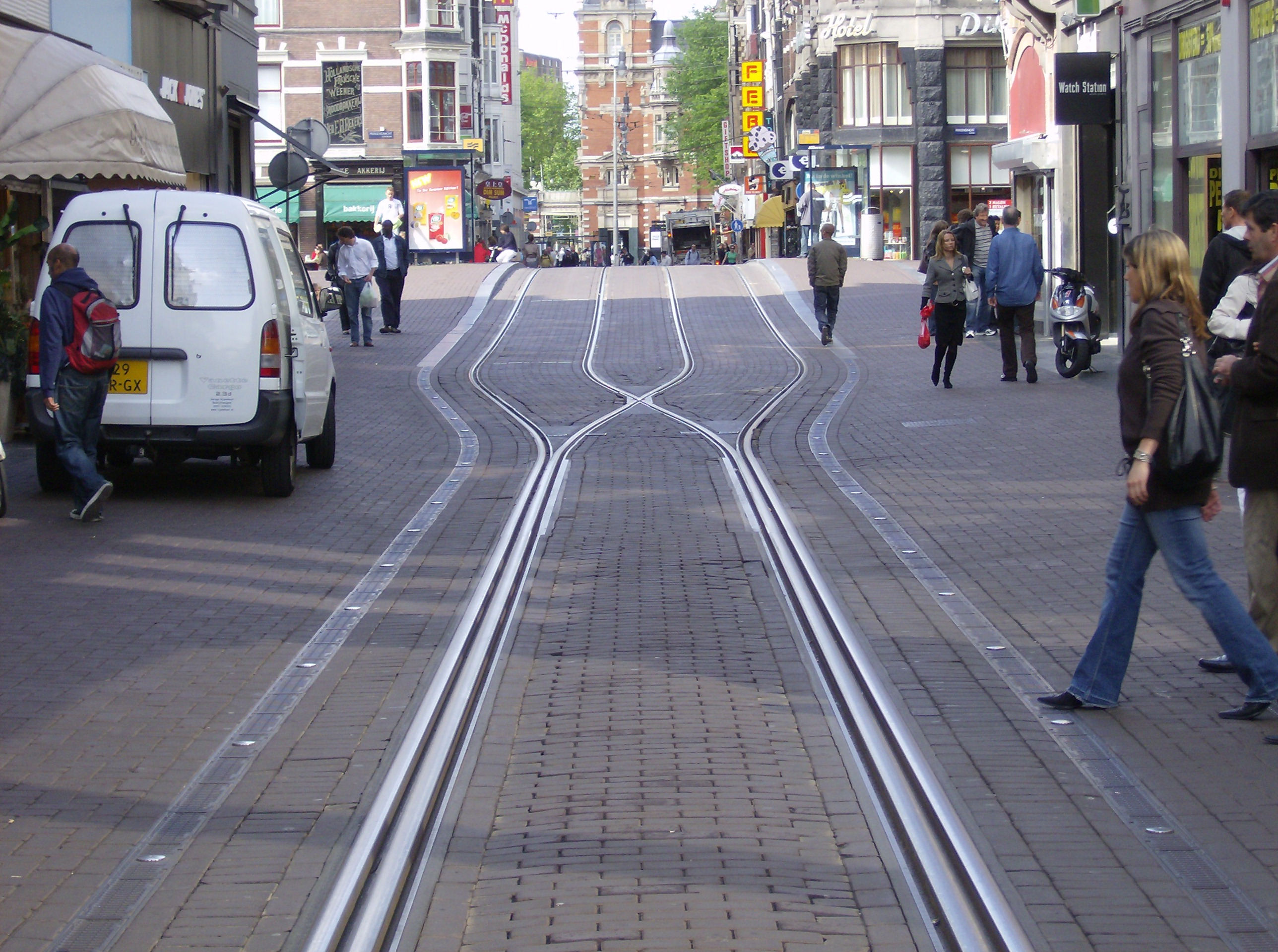Amsterdams leidsestraat shows how interlaced gauntlet track can focus on interlaced track construction in the leidsestraat notice how the two tracks notice how aloadofball Images