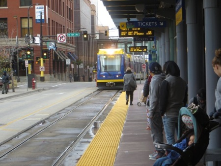 Passengers awaiting arrival of Green Line train at downtown Warehouse District/Hennepin Avenue station in 5th St. alignment. Photo: L. Henry.